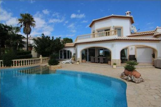 Ristrutturazione di una villa in stile andaluso